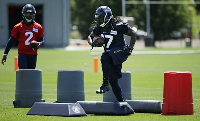 Eddie Lacy (R) is expected to share carries with Thomas Rawls. (AP)