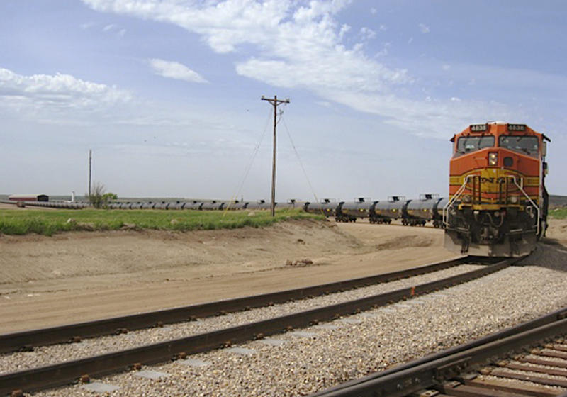 North Dakota sees record oil shipments by rail