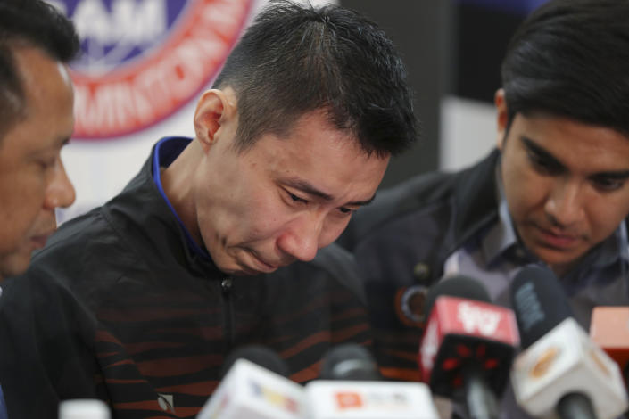 Malaysian badminton player Lee Chong Wei, center, cries during a press conference in Putrajaya, Malaysia, Thursday, June 13, 2019. Former World No. 1-ranked Lee has announced his retirement from badminton after 19 years following his battle with cancer. (AP Photo/Vincent Thian)