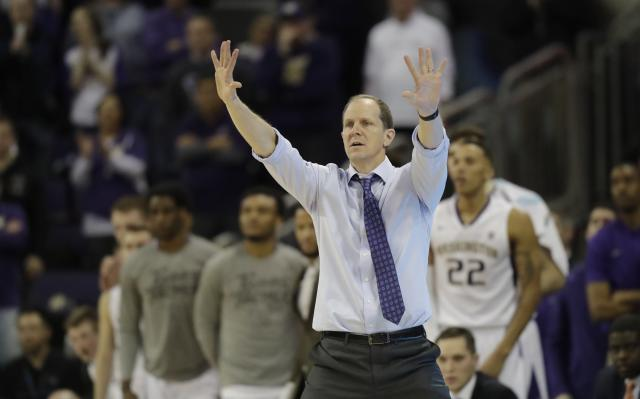 Washington head coach Mike Hopkins gestures to his team during an NCAA college basketball game against Oregon, Saturday, March 3, 2018, in Seattle. Oregon won 72-64. (AP Photo/Ted S. Warren)