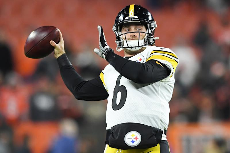 Rookie Devlin Hodges came on in the third quarter at quarterback for the Pittsburgh Steelers against the Cincinnati Bengals. (Nick Cammett/Diamond Images via Getty Images)