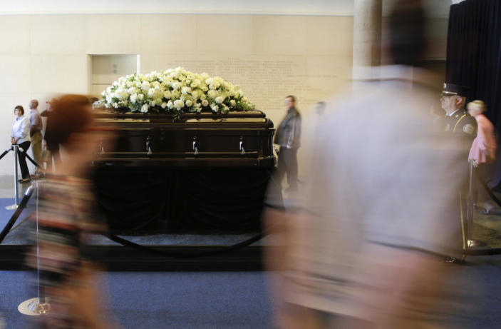 <p>Members of the public file past the casket of Nancy Reagan at the Ronald Reagan Presidential Library, in Simi Valley, Calif., on March 9, 2016.<i> (Photo: Jae C. Hong/Reuters)</i></p>