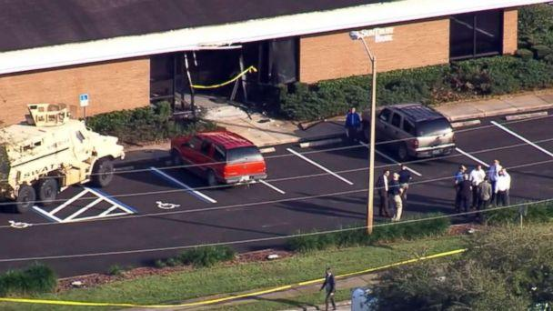 PHOTO: Police respond to the scene of a shooting in a SunTrust bank branch in Sebring, Fla., Jan. 23, 2019. (WFTS)