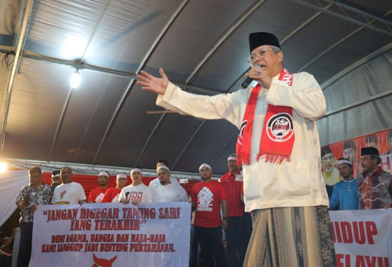 Umno's secretary-general Tan Sri Annuar Musa says Umno will change its previous policy of restricting access by certain media outlets to its assembly. — Picture by Marcus Pheong