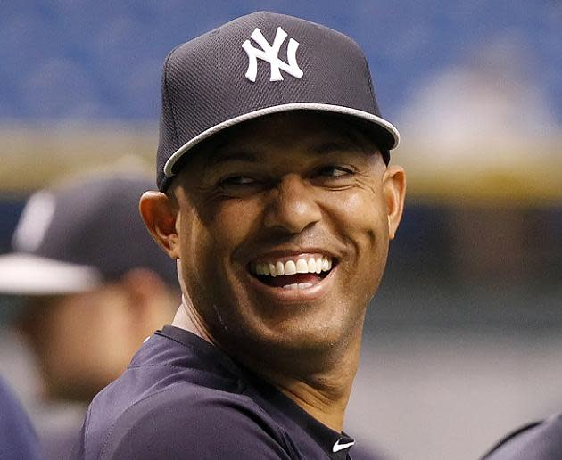 Mariano Rivera's sand sculpture gift from Rays looks nothing like Mariano Rivera