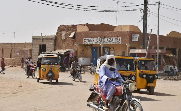 Traffic on a street in Agadez on May 30, 2015 (AFP Photo/Issouf Sanogo)