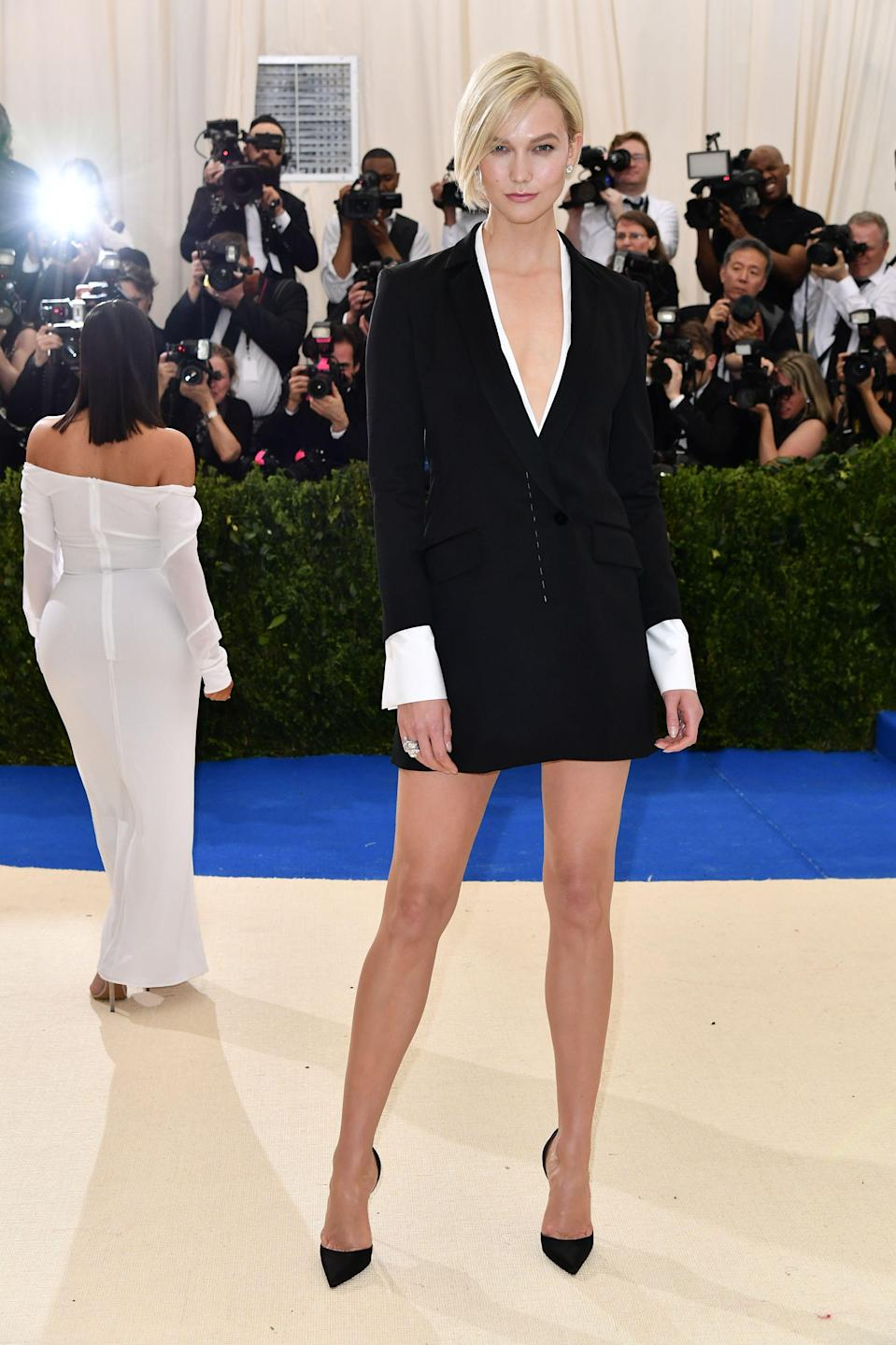 """<h1 class=""""title"""">Karlie Kloss in Carolina Herrera and Christian Louboutin shoes</h1> <cite class=""""credit"""">Photo: Shutterstock</cite>"""