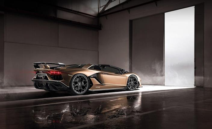<p>Only 800 SVJ Roadsters will be sold, 100 fewer than the coupe's total, and deliveries will begin this summer.</p>