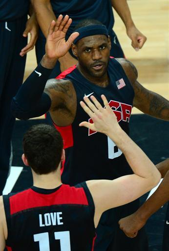 US forward LeBron James (back) high-fives with US forward Kevin Love  during the London 2012 Olympic Games men's semifinal basketball game between Argentina and the USA at the North Greenwich Arena in London on August 10, 2012. AFP PHOTO /EMMANUEL DUNAND