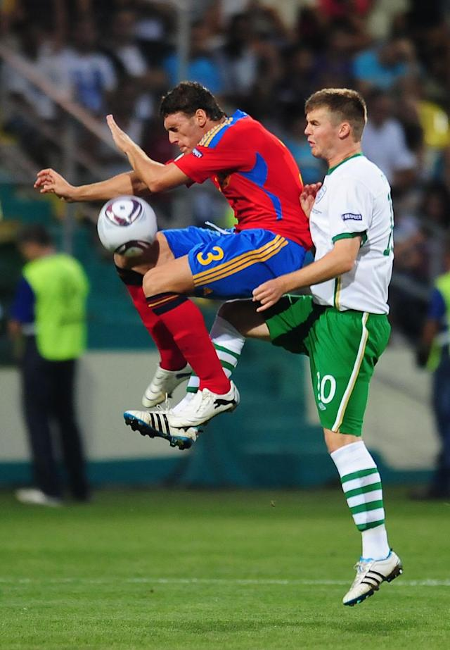 Sergi Gomez (L) of Spain vies for the ball with Conor Murphy (R) of Ireland during their UEFA European Under-19 Championship football match, near the village of Chiajna village, outside of Bucharest, on July 29, 2011. AFP PHOTO/DANIEL MIHAILESCU (Photo credit should read DANIEL MIHAILESCU/AFP/Getty Images)