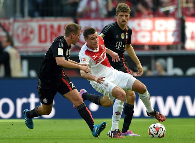 Cologne's defender Jonas Hector (c) vies for the ball during a match against FC Bayern Munich in Cologne, Germany on September 27, 2014 (AFP Photo/Patrik Stollarz)