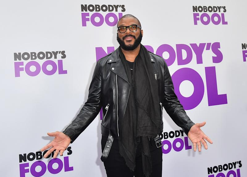 Tyler Perry brings Christmas to Walmart layaway, pays $400K worth of customers' bills