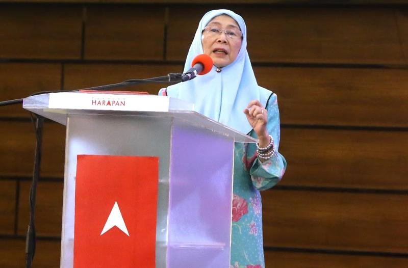 Wan Azizah dismissed rumours of there being two factions in PKR. — Picture by Zuraneeza Zulkifli