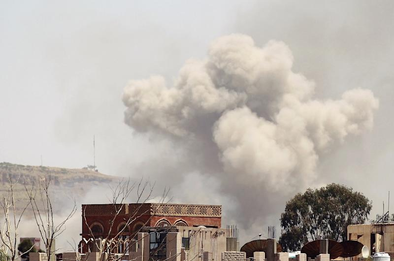 Smoke rises above the Alhva camp, east of the Yemeni capital, Sanaa, on April 17, 2015, following an alleged air strike by the Saudi-led alliance on Shiite Huthi rebels camps (AFP Photo/Mohammed Huwais)