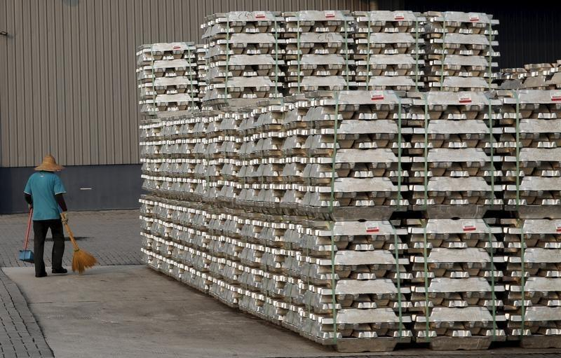 Closer look at LME aluminium prices reveals anomalies