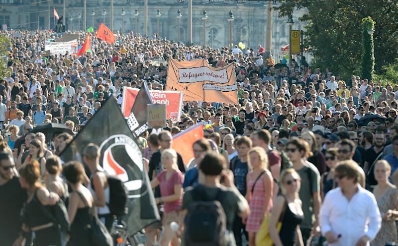 """Anti-racism protesters hold a banner reading """"Refugees welcome"""" during a rally on August 29, 2015 in Dresden (AFP Photo/Robert Michael)"""