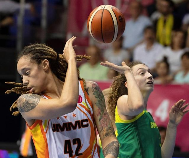 Brittney Griner (L) of Ekaterinburg in action against Sopron's Aleksandra Crvendakic (R) during the women's EuroLeague basketball final between UMMC Ekaterinburg and Sopron Basket in Novomatic Arena in Sopron, Hungary. EFE/EPA