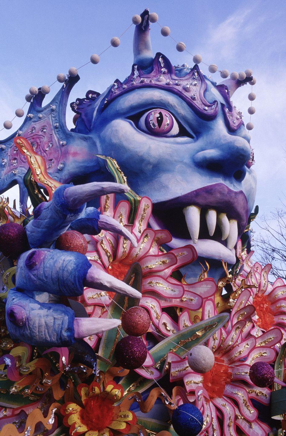 <p>Each parade is supposed to have a theme, which can be derived from history, children's stories, mythology, entertainment, and more. The floats built by krewes then reflect the theme and range in scale and spectacle.</p>