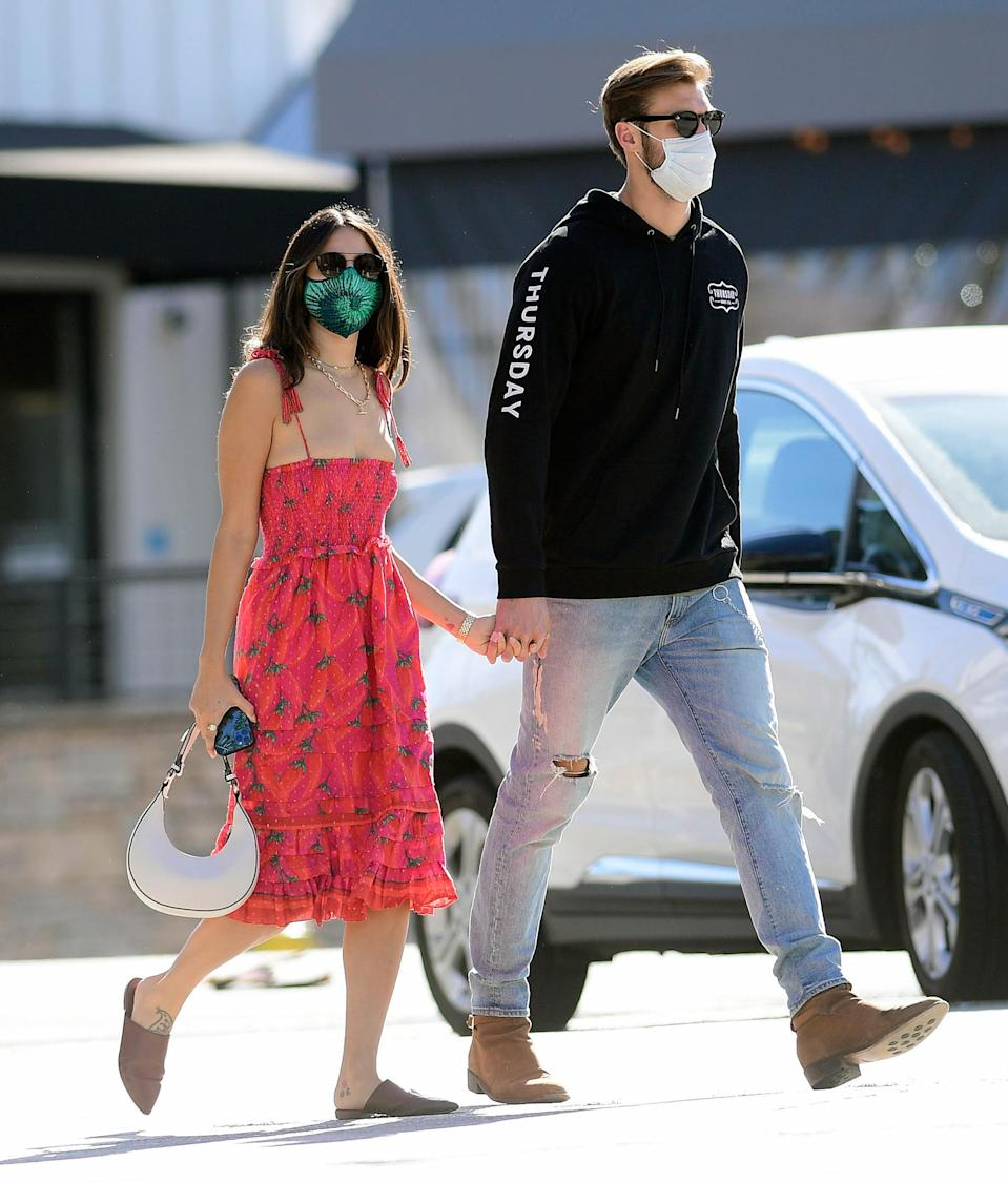 <p>Eiza Gonzalez and rumored new beau Dusty Lachowicz keep it cute and casual for a stroll in L.A. on Monday.</p>