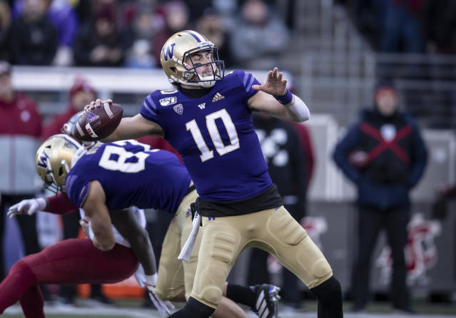 "Washington quarterback <a class=""link rapid-noclick-resp"" href=""/ncaaf/players/264537/"" data-ylk=""slk:Jacob Eason"">Jacob Eason</a> will enter the 2020 NFL draft. (AP Photo/Stephen Brashear)"
