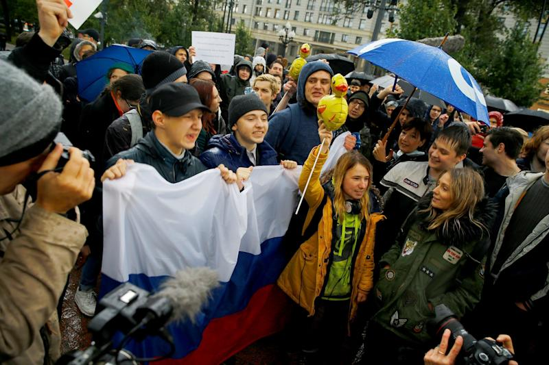 <strong>Protests have erupted across Russia on Putin's birthday</strong> (Anadolu Agency via Getty Images)