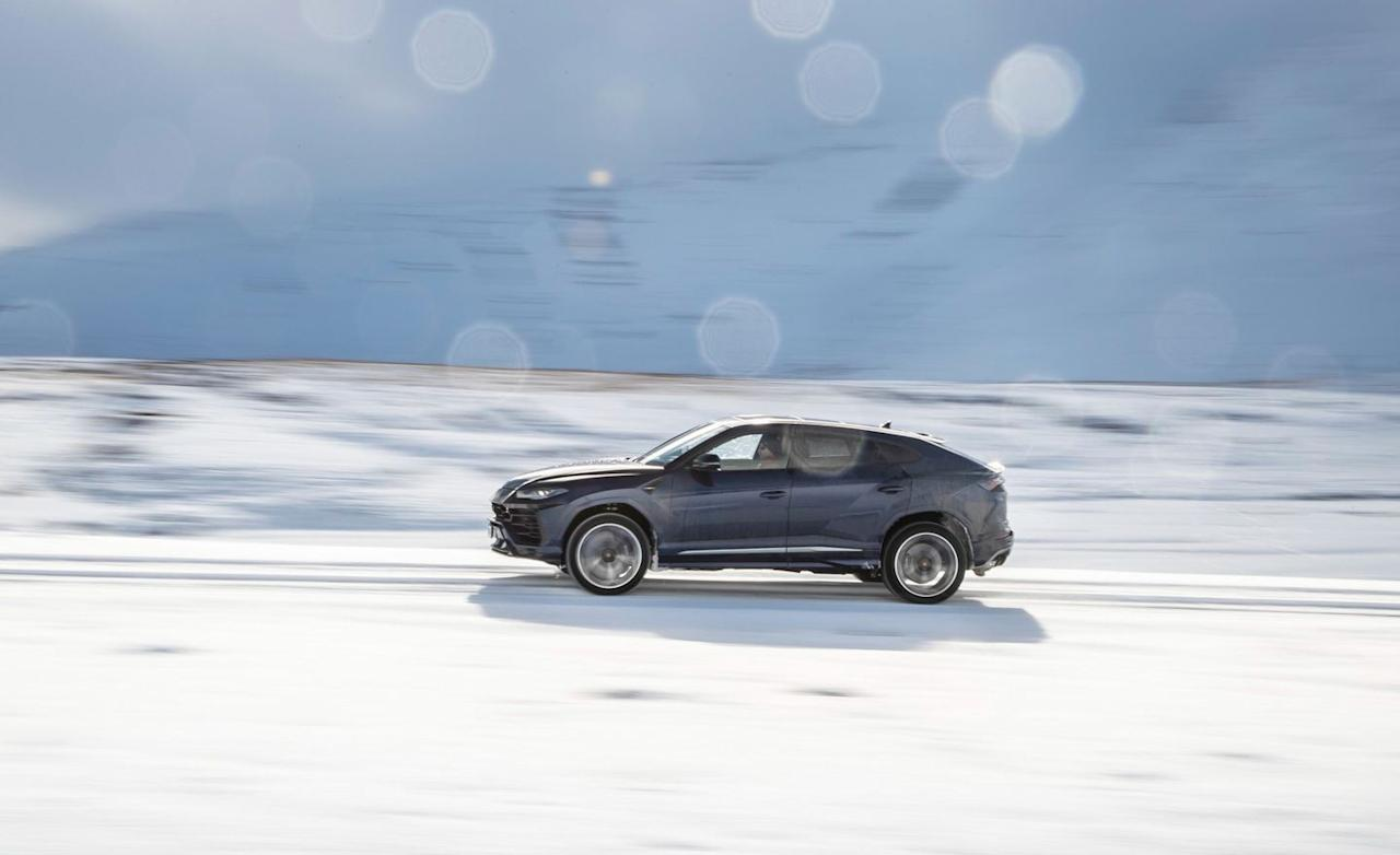 <p>This Urus, with its 22-inch wheels and 40-series front and 35-series rear tires, is not a superjeep.</p>
