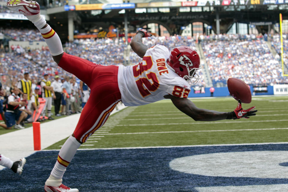 FILE - In this Oct. 9, 2011, file photo, Kansas City Chiefs wide receiver Dwayne Bowe makes a one-handed catch for a touchdown against the Indianapolis Colts in the third quarter of an NFL football game in Indianapolis. The one-handed catch by New York Giants' Odell Beckham Jr. that became the most talked-about play from Sunday, Nov. 23, 2014, did more than just boost his standing with the New York Giants, it paid off a routine growing popular among many skill players of practicing the impractical, one-handed circus grab.(AP Photo/AJ Mast, File)