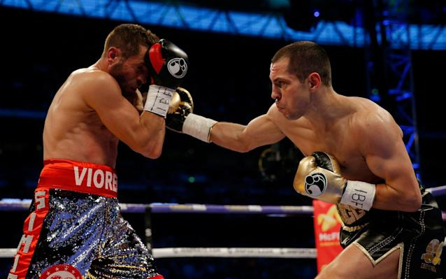 <span>Scott Quigg, right, goes toe-to-toe with Viorel Simion</span> <span>Credit: Reuters/Andrew Couldridge </span>