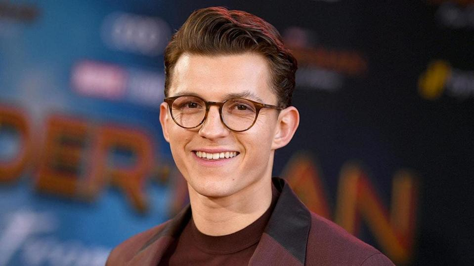 Tom Holland douses rumors about Andrew, Tobey in
