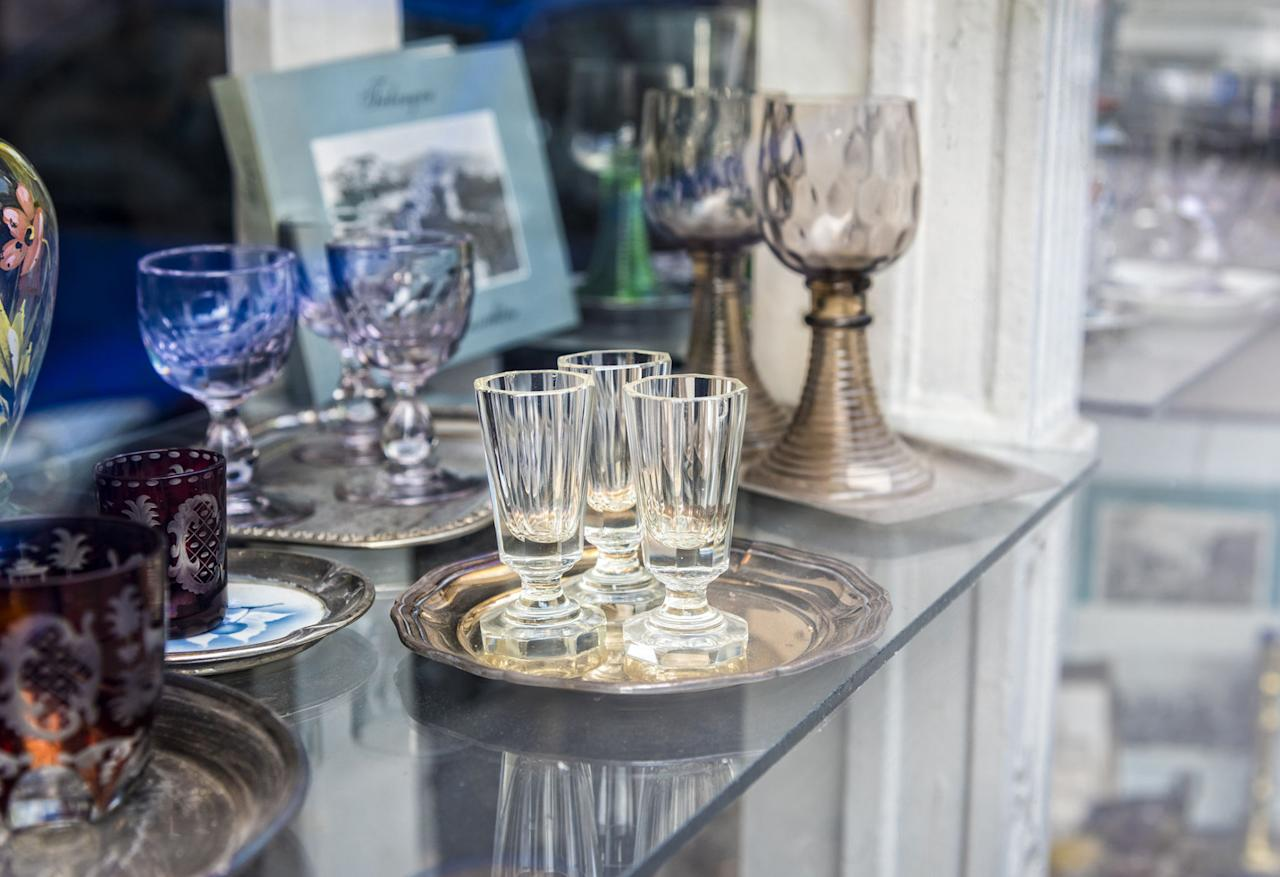 """<p><span>Antique crystal glasses, decanters, and other crystal vessels were likely made following outdated standards, which means they </span><span>could contain</span><span> 32 percent or more lead oxide, according to </span><a rel=""""nofollow"""" href=""""http://www.washingtonpost.com/wp-dyn/content/article/2006/06/06/AR2006060600299.html""""><em>The Washington Post</em></a><span>. Try to avoid purchasing old crystal, which could contaminate your drinks and food, or use a </span><a rel=""""nofollow"""" href=""""https://www.walmart.com/ip/First-Alert-LT1-Premium-Lead-Test-Kit/10099170"""">lead test kit</a><span> to determine an item's level of safety. And never use crystal to store food or drinks over a long period of time.</span></p>"""