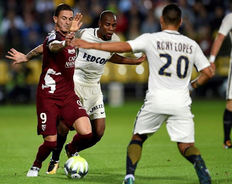 Metz' forward Nolan Roux (L) vies with Monaco's defender Djibril Sidibe (C) and Monaco's midfielder Rony Lopes (R) during the French L1 football match August 18, 2017