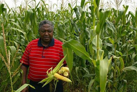 -PHOTO TAKEN 23FEB06- Black South African commercial farmer Motsepe Matlala inspects the maize growi..
