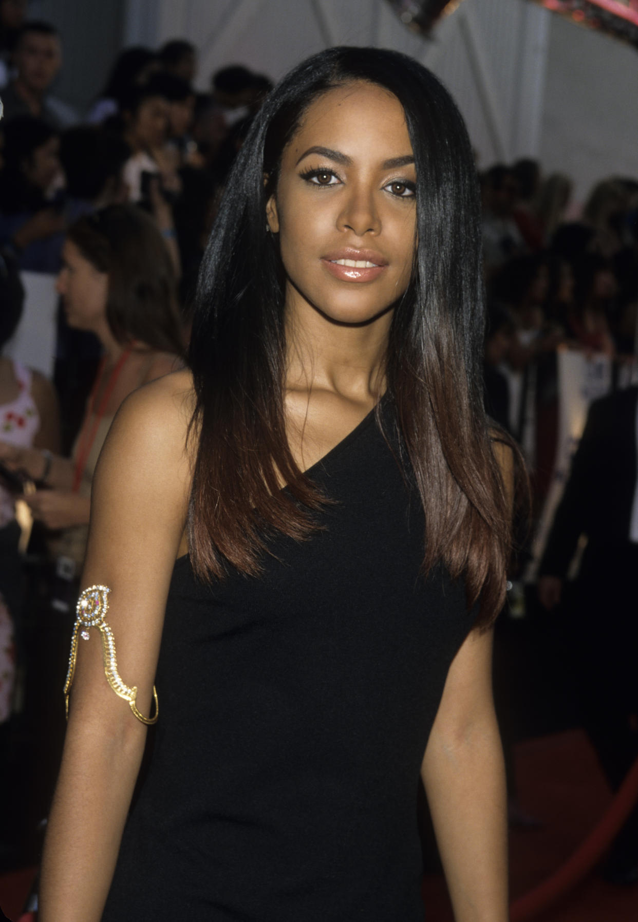 NEW YORK, NY - JULY 27:  Aaliyah attends the 2000 MTV Movie Awards at Sony Studios on June 3, 2000 in Culver City, California.  (Photo by Kevin Mazur/WireImage)