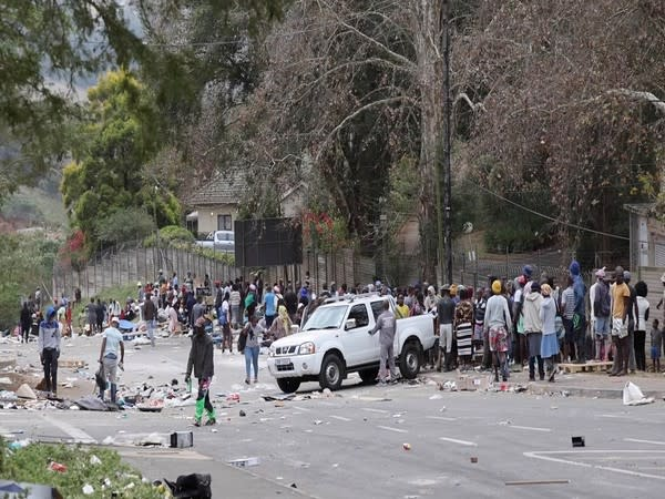 Violence continues in South Africa (Photo Credit - Reuters)
