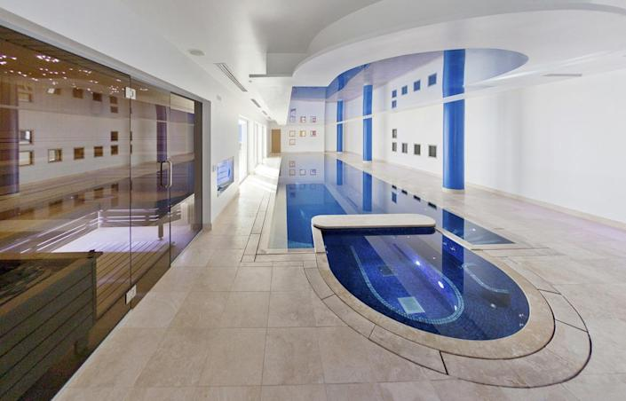 <p>There's a steam room and sauna, too, as well as a gym.<br></p>