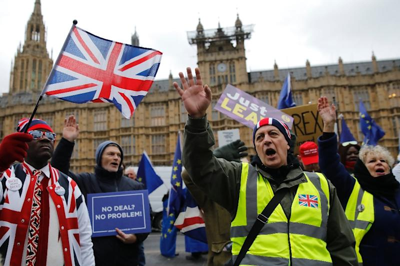 Pro-Brexit protesters outside the Parliament in London show the divisions and frustration in Britain as Theresa May struggles to renegotiate an EU exit deal (AFP Photo/Tolga AKMEN)
