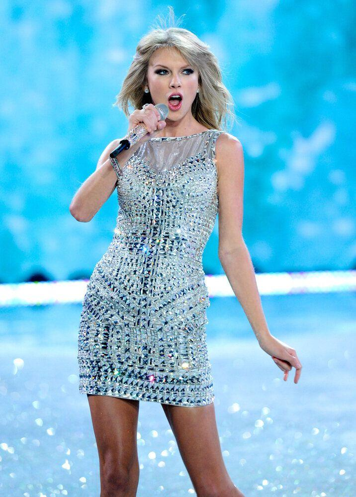 Singer Taylor Swift performs on the runway during the 2013 Victoria's Secret Fashion Show at the 69th Regiment Armory on Wednesday, Nov. 13, 2013 in New York. (Photo by Evan Agostini/Invision/AP)