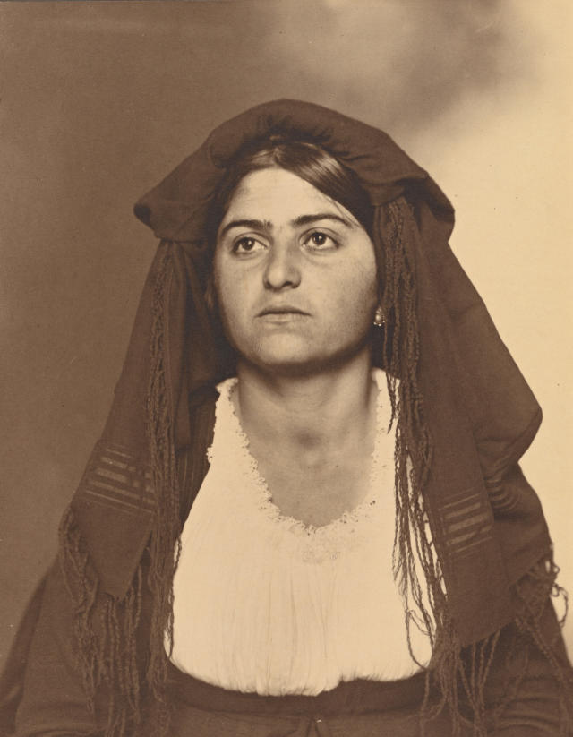 <p>Italian woman. (Photograph by Augustus Sherman/New York Public Library) </p>