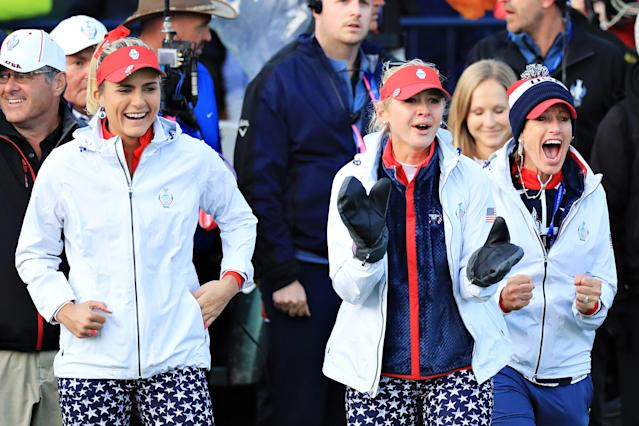 "<h1 class=""title"">lexi jessica juli The Solheim Cup - Day 1</h1> <div class=""caption""> AUCHTERARDER, SCOTLAND - SEPTEMBER 13: Lexi Thompson (L), Jessica Korda (centre) of Team USA and Team USA captain Juli Inkster (R) celebrate at the eighteenth hole during Day 1 of The Solheim Cup at Gleneagles on September 13, 2019 in Auchterarder, Scotland. (Photo by David Cannon/Getty Images) </div> <cite class=""credit"">David Cannon</cite>"