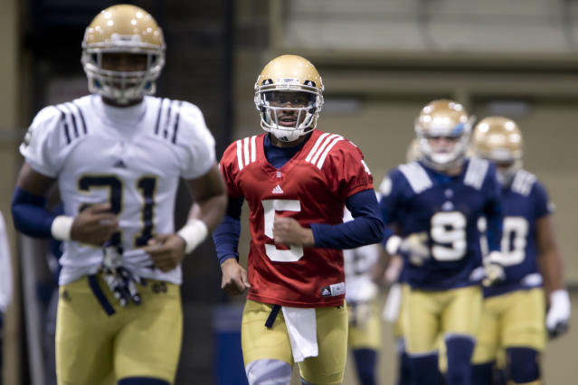 Notre Dame quarterback Everett Golson (5) warms up during the opening day of spring football practice, Monday, March 3, 2014, in South Bend, Ind. (AP Photo/South Bend Tribune, James Brosher)
