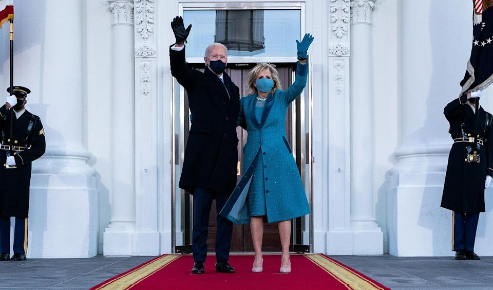 <p>The Bidens wave from the steps of the White House before going inside with the rest of their family. </p>