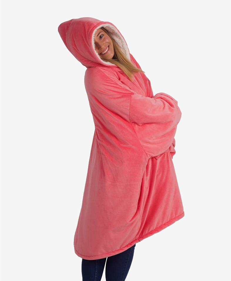 "<p>Who wouldn't want this <a href=""https://www.popsugar.com/buy/Cozy-Comfort-Original-Blanket-Sweatshirt-499168?p_name=Cozy%20Comfort%20Original%20Blanket%20Sweatshirt&retailer=macys.com&pid=499168&price=40&evar1=savvy%3Aus&evar9=46729336&evar98=https%3A%2F%2Fwww.popsugar.com%2Fphoto-gallery%2F46729336%2Fimage%2F46729435%2FCozy-Comfort-Original-Blanket-Sweatshirt&list1=shopping%2Cgift%20guide%2Cgifts%20for%20her%2Cgifts%20for%20women%2Cmacys&prop13=api&pdata=1"" rel=""nofollow"" data-shoppable-link=""1"" target=""_blank"" class=""ga-track"" data-ga-category=""Related"" data-ga-label=""https://www.macys.com/shop/product/closeout-the-comfy-original-blanket-sweatshirt?ID=7102597&amp;CategoryID=29405"" data-ga-action=""In-Line Links"">Cozy Comfort Original Blanket Sweatshirt</a> ($40, originally $100)?</p>"