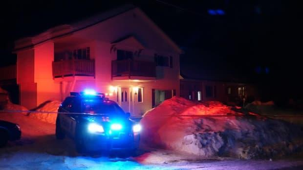Police found the two women inside this home in Sainte-Sophie. A 60-year-old woman has since died.  (Alain Beland/Radio-Canada - image credit)