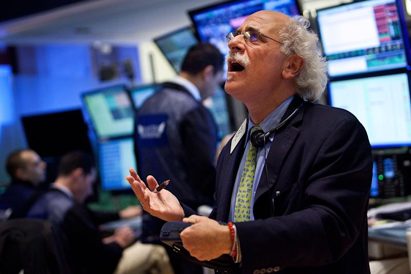 Stocks Fall On Poor Earnings Reports