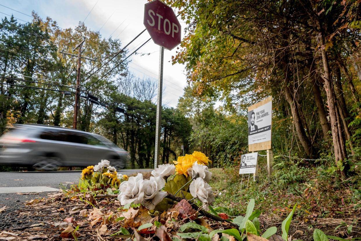 Flowers and signs mark at the spot where Bijan Ghaisar was allegedly killed by U.S. Park Police officers during a traffic stop at Alexandria Ave. and Ft. Hunt Road in Alexandria, Va. (Photo: Mary F. Calvert for Yahoo News)