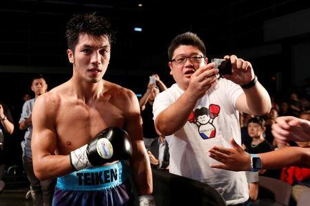 "FILE PHOTO: Boxing - ""Clash of Champions"" middleweight division fight - Hong Kong - 14/5/2016 - Ryota Murata of Japan (L) poses with fans after fight. REUTERS/Bobby Yip"