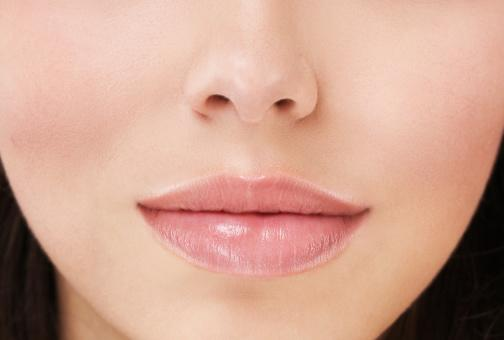 <p>Chapped dry lips can play havoc on the overall appearance. Applying a few drops of mustard oil can heal chapped lips and is safer than packaged lip balms. Ironically, one of grandmothers' old remedies say that sleeping with a drop or two of mustard oil on your naval will give you baby soft lips in the morning. </p>