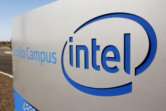 Intel CEO visits Arizona factory on Manufacturing Day