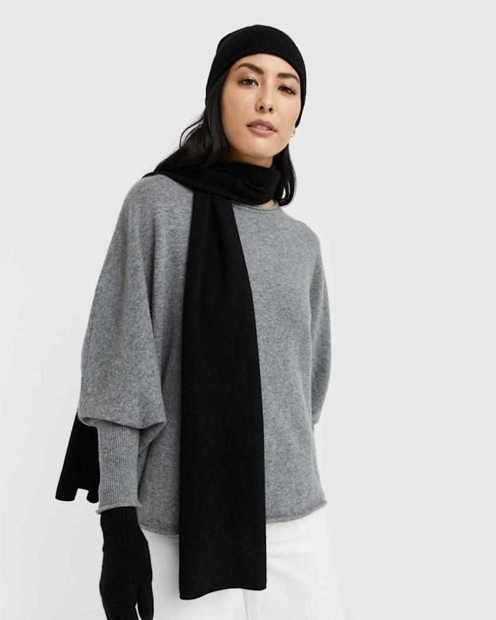 """<h2>Quince Mongolian Cashmere Scarf</h2><br>""""The fall season is here, so a nice scarf is great to gift your pal,"""" advises Stardust. """"It'll keep their necks and hearts warm."""" Our pick: This cashmere option from R29-favorite label Quince.<br><br><strong>Quince</strong> Mongolian Cashmere Scarf, $, available at <a href=""""https://go.skimresources.com/?id=30283X879131&url=https%3A%2F%2Fwww.onequince.com%2Fwomen%2Fcashmere%2Fcashmere-scarf%3F"""" rel=""""nofollow noopener"""" target=""""_blank"""" data-ylk=""""slk:Quince"""" class=""""link rapid-noclick-resp"""">Quince</a>"""