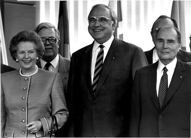 <p>German Chancellor Helmut Kohl (C) stands with British Prime Minister Margaret Thatcher, British Foreign Secretary Sir Geoffrey Howe and French President Francois Mitterrand (L-R) during a summit of the European Community in Hanover, June 27, 1988. Picture taken June 27, 1988. (REUTERS/Michael Urban/) </p>